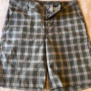 Under Armor Plaid Golf Shorts 36